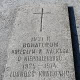 Kraczewice. Tablica na mogile powstańców z 1831 r.