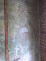 Żołnierze nad grobem kolegi (fragment malowidła w bramie - pomniku...