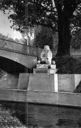 pomnik001.jpg