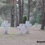 Mławka. Symboliczne krzyże na pochówkach z I wojny światowej.