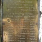 Tabliczka umieszczona na pomniku w Krasławiu.