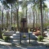 Pomnik na grobie polskich żołnierzy.