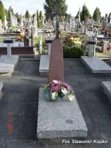 Na pierwszym planie grób szer. Edwarda Minko z 41 pp zm. w 1919 r.